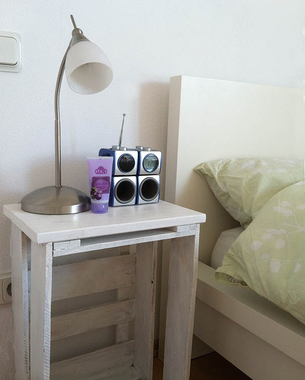 weinkisten im schlafzimmer the white watches. Black Bedroom Furniture Sets. Home Design Ideas